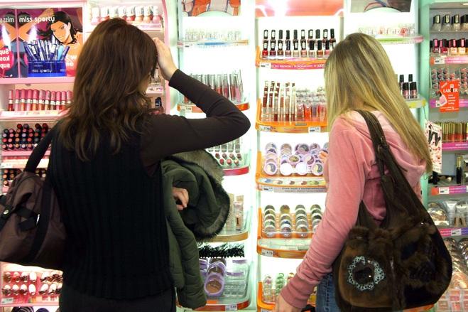 Vánoční nákupy: Na webu, nebo v obchodě?