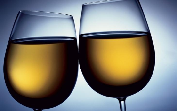 Daň z vína: Cizincům pomůže, domácí zničí