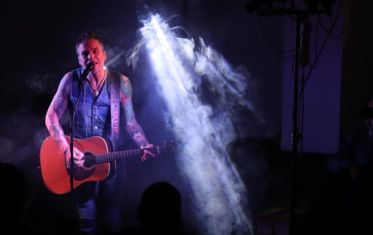 Bílý lev z Dánska vytasil své rockové drápy