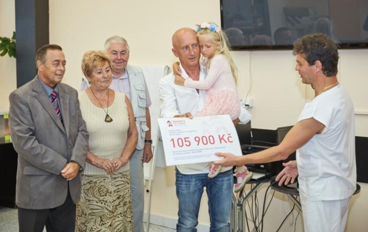 Přes sto tisíc korun předčasně narozeným