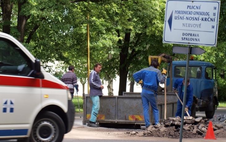 Špitál opravuje silnici