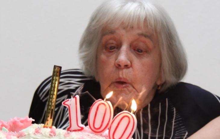 Recept na dlouhověkost? Jíst všechno, vyhýbat se doktorům a zbytečně se neumývat