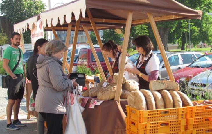 Množství dobrot v tržnici