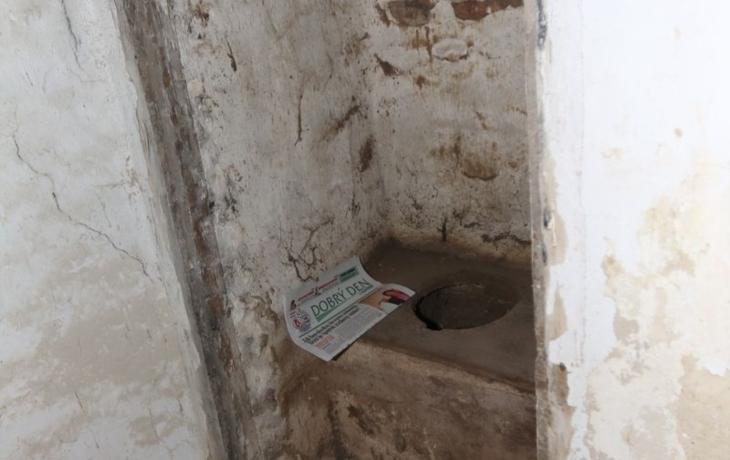 Překvapení na hradě: za zdí byl ukrytý záchod z 15. století