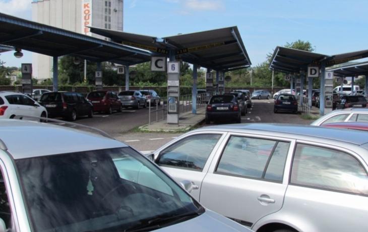 Parkování u zbrojovky čeká kolaps