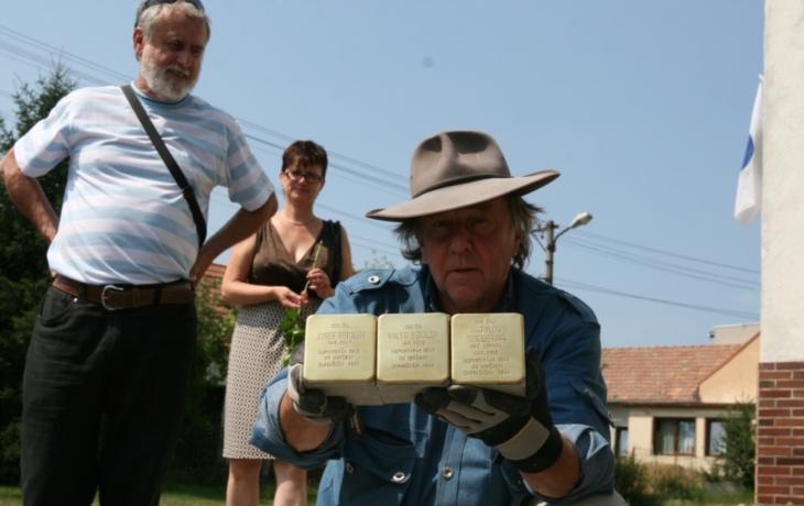 V Ostrohu chtějí zapustit do země šest kamenů Stolpersteine