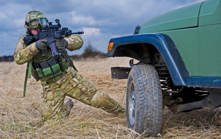 Vojáci si zvykají na nové zbraně, poletí s nimi do Afghánistánu