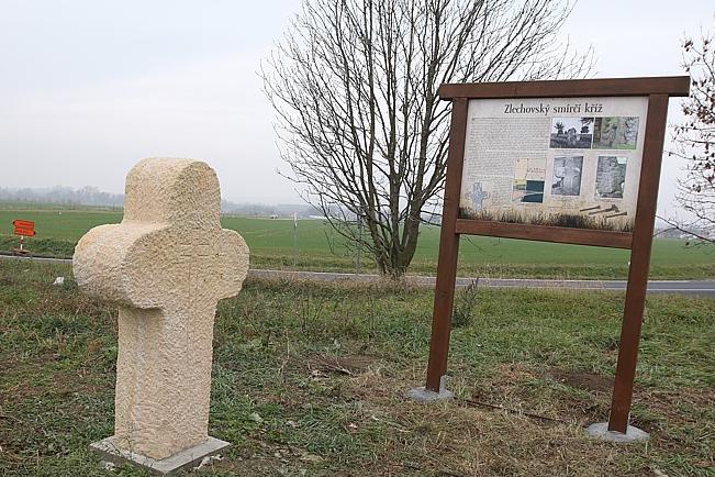 Smírčí kříž je zpět, připomíná dvě vraždy?
