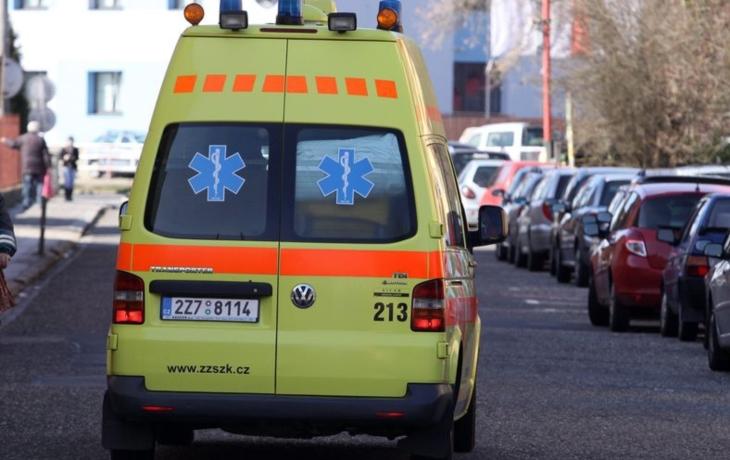 SMRT NA ULICI: Mladý muž zemřel ve Starém Městě přímo na ulici. Příčinu určí pitva