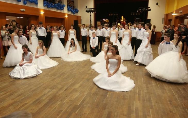 Modro-bílý rodičovský ples