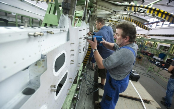 Odboráři Aircraft Industries chtěli zastavit výrobu, ruský majitel to zatrhl