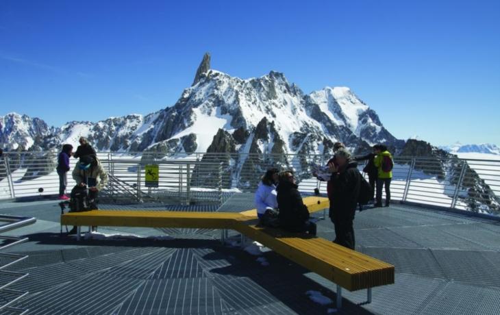 Mont Blanc obdivují z bílovických laviček