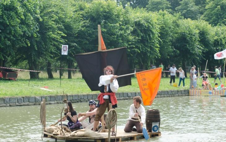 V soutěži netradičních plavidel zbývají už poslední volná místa!