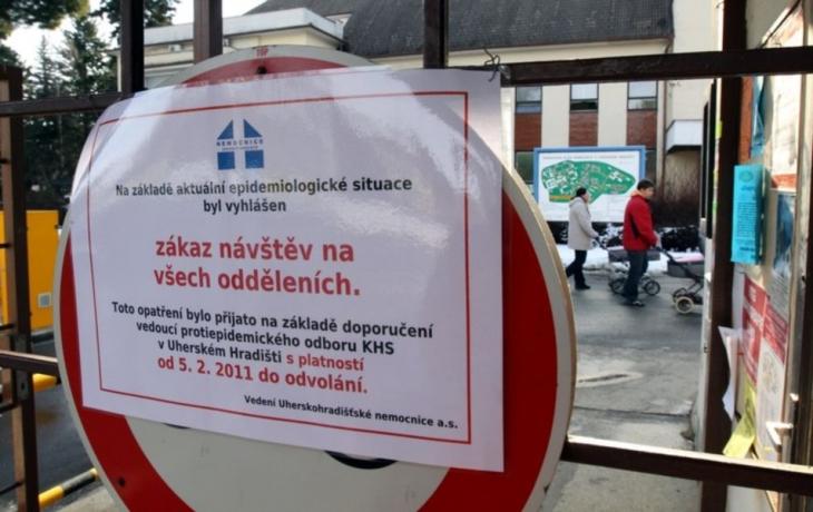 Chřipka útočí, nemocnice zakázala návštěvy