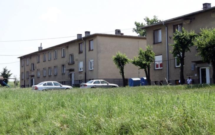 Romští neplatiči nájmu skončili na ulici