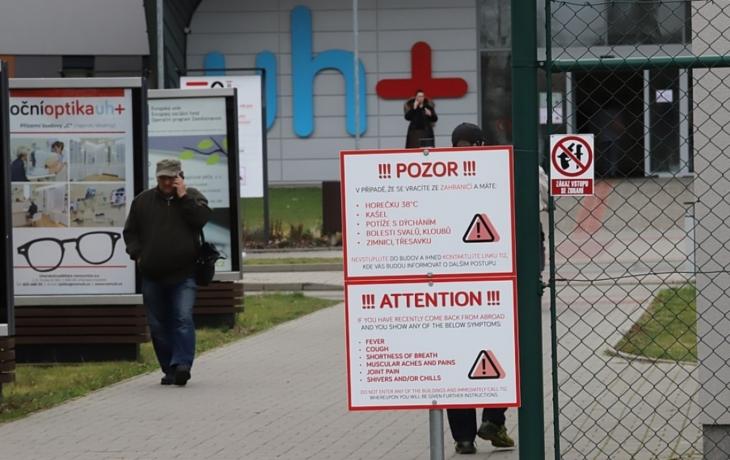 Koronavir zavřel neurologii Uherskohradišťské nemocnice. Primář měl pozitivní test!