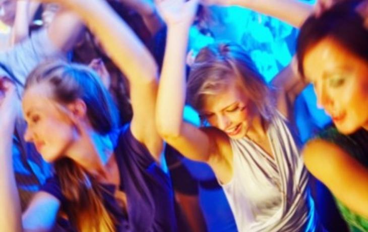Cvičení vystřídaly večírky. Lidé si stěžují