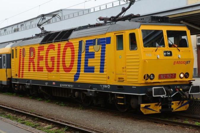 Žluté vlaky přestaly jezdit, návrat hlásí spěšné spoje