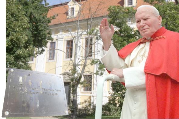 Papežova lípa usychá, byla otrávena!