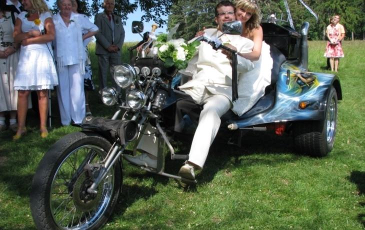 Svatba ve znamení burácení motorek