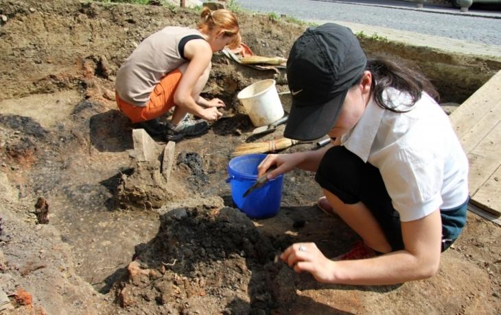 Archeologové odkryli zbytky středověké chaty