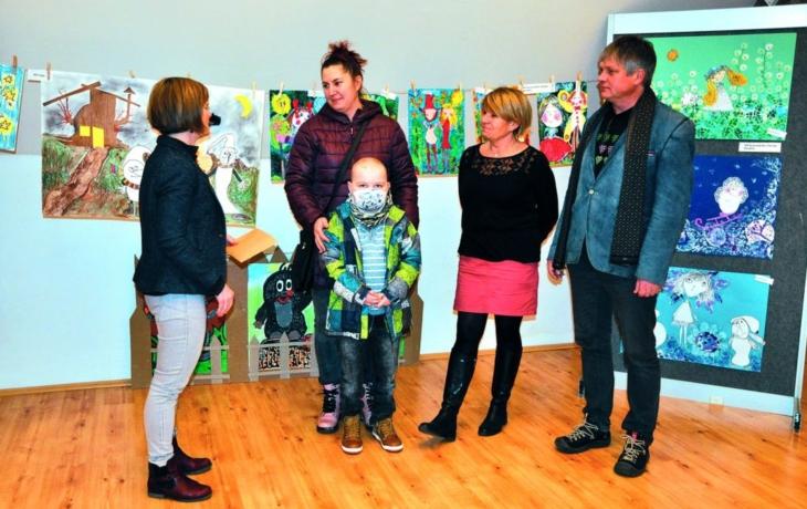 Výstava dětských obrázků opět pomáhala