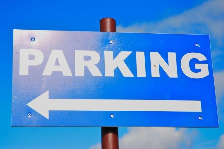 Parkování u hřbitova? Do Dušiček