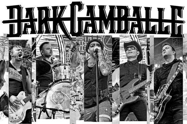 Dark Gamballe se Satisfucktion zabalené jako dárek s rockovou mašlí