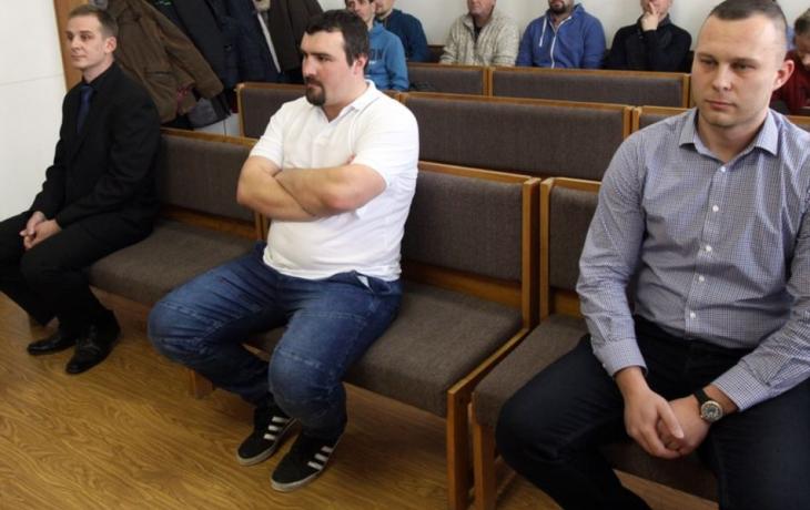Soud nerozhodl, policisté odcházeli zklamaní
