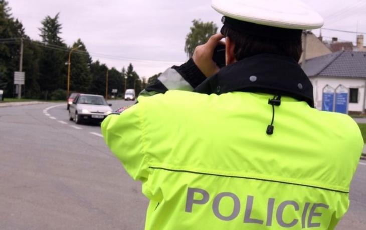 Strážníci měří v Sokolovské