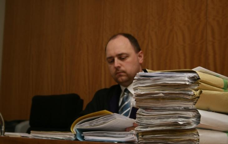 Soudci trpí, pracují v nedůstojných podmínkách