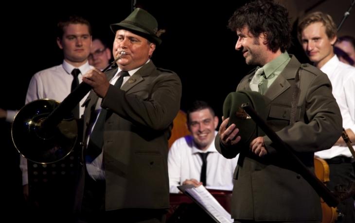 Vojta Dyk si zazpíval s herci Slováckého divadla a s Haraficou