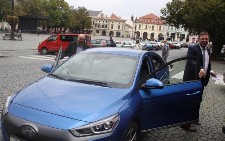 Radnice si koupila elektromobil