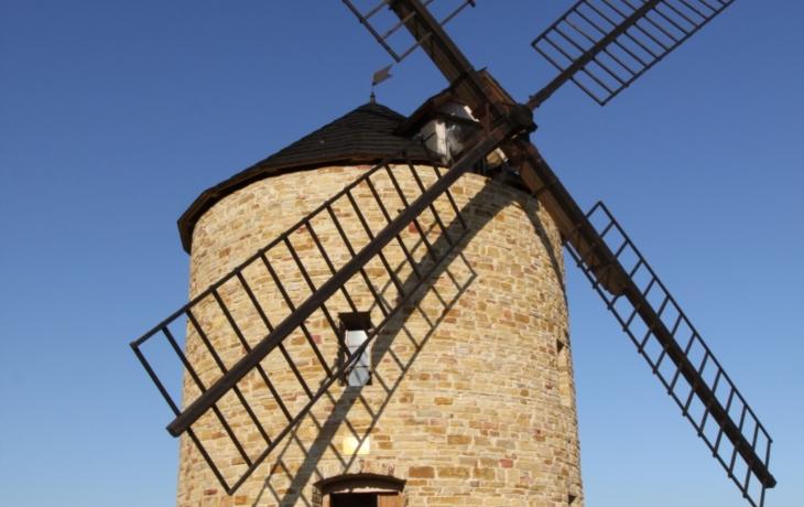 Perutě větrného mlýna se netočí. Neví se jak na to