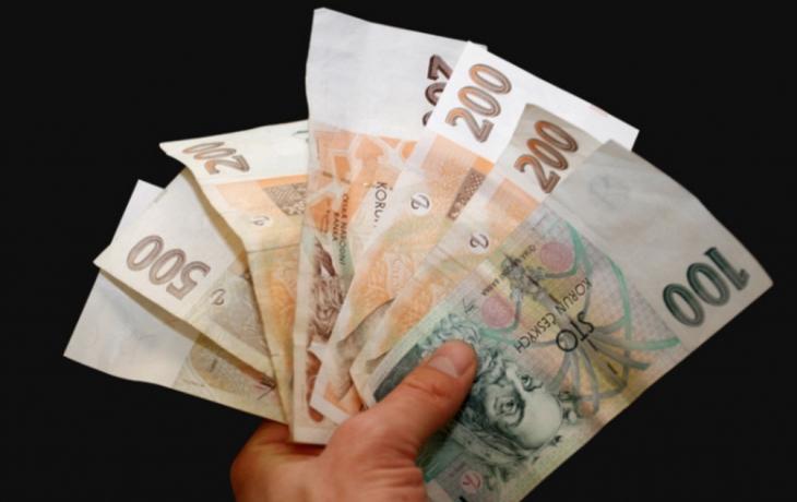Zastupitelé si dočasně snížili odměny na polovinu