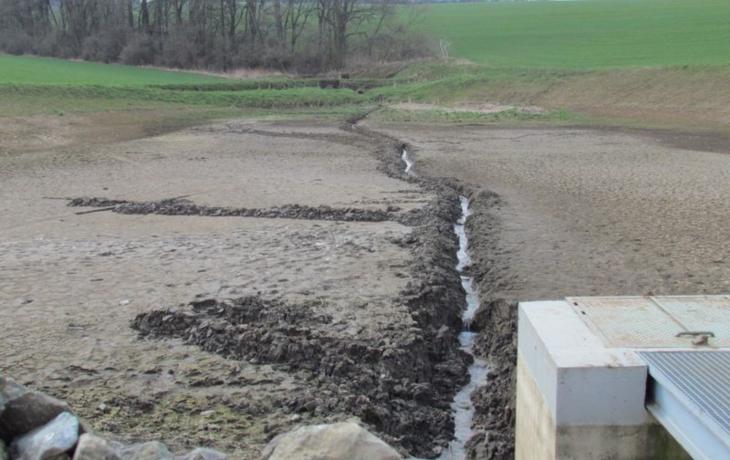 Projekt měl chybu. Netěsnící nádrž zůstává bez vody a nová se už vrátit nemusí