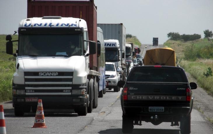 Cesta do lázní má omezení, kamiony duní obcemi