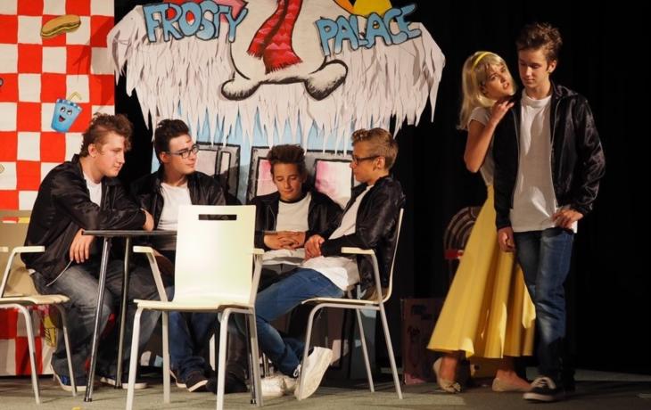 Mladí herci zvládli Pomádu