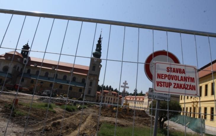Archeologové brzdili stavaře, ale národní pouť bude