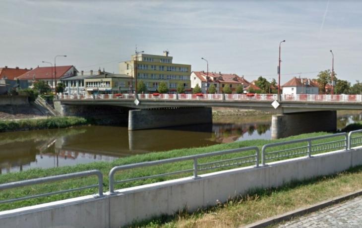 Stavaři nakonec neobsadí moravní most, ale řeku Olšavu. Kunovice čekají další dopravní trable