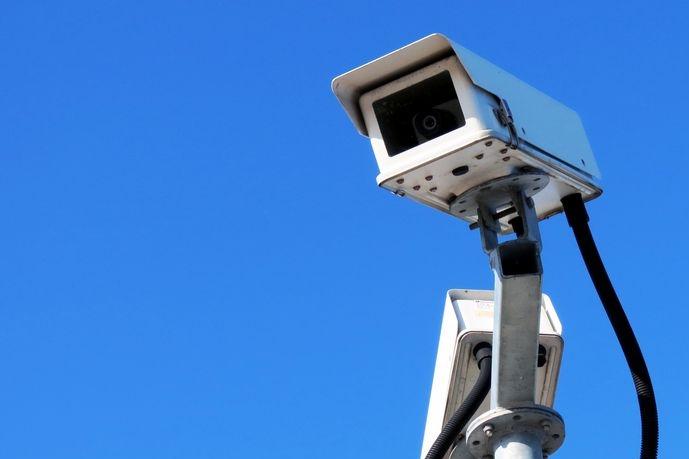 Na školku a teenagery si posvítí kamery