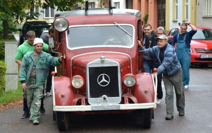 Mercedes z roku 1939, klenot bojkovických hasičů, je pryč