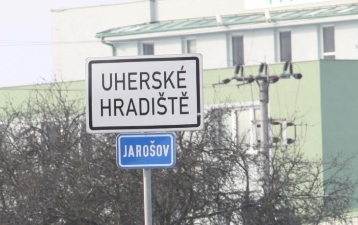 Letáky vysvětlují snahu Jarošova o samostatnost