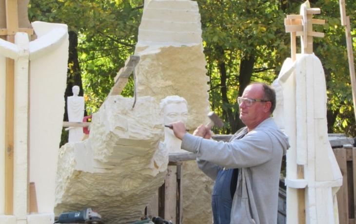 Sbírka má úspěch, na sochy věrozvěstů už chybí jen 118 tisíc