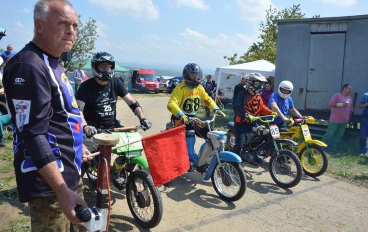 Motocyklové souboje mezi vinohrady