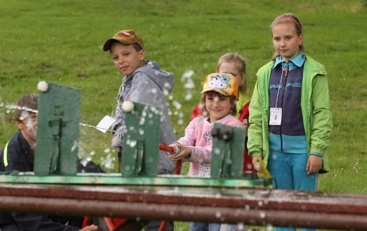 Děti svátek oslavily s hasiči