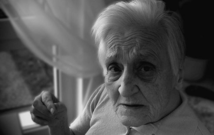 Péče o opuštěné seniory visí na vlásku. Chybí na mzdy