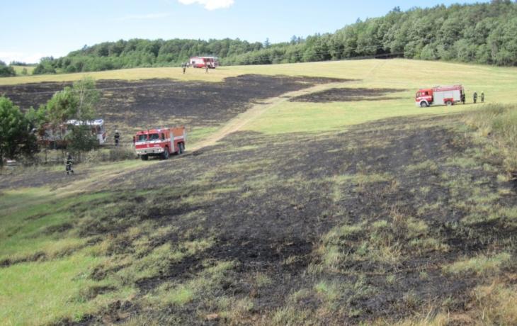 Požár nad Kudlovicemi ohrozil úly plné včel
