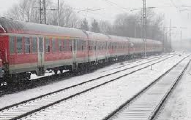 Mráz trhal koleje, vlaky snížily rychlost