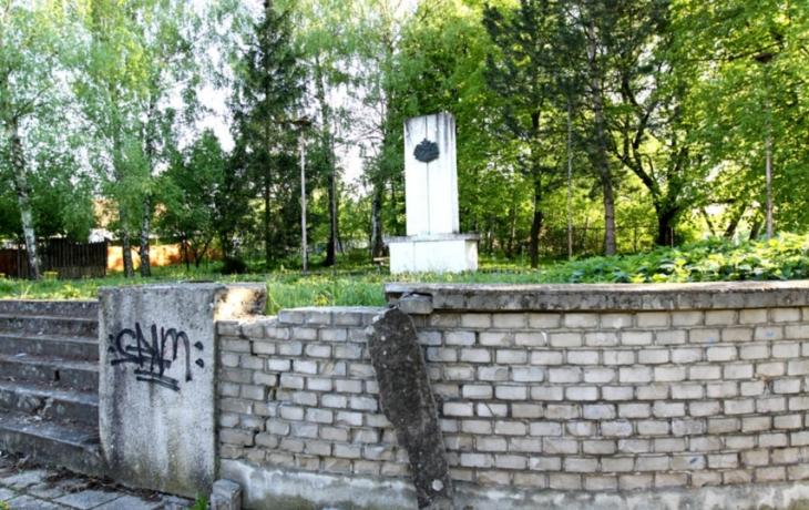 Památník ustoupí dětskému hřišti